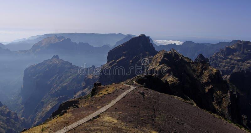El rastro de montaña a Pico hace Arieiro imagenes de archivo