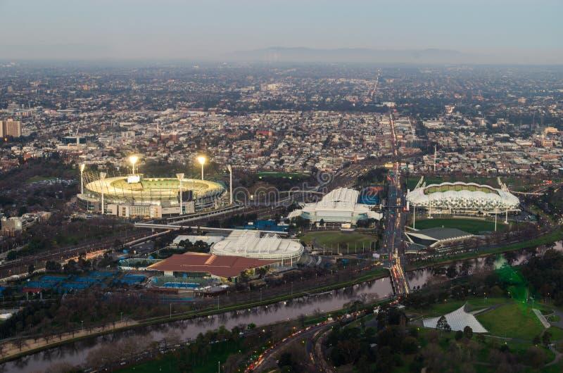 El recinto que se divertía de Melbourne del grillo de Melbourne molió por el Yarra foto de archivo