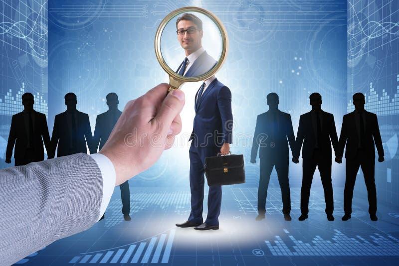 El reclutamiento y el concepto del empleo con el empleado seleccionado foto de archivo