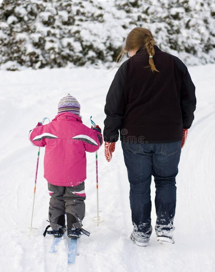 El recorrer de la madre y del niño foto de archivo libre de regalías