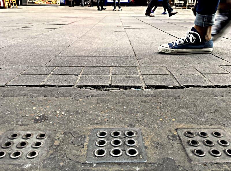 El recorrer en la calle imagen de archivo