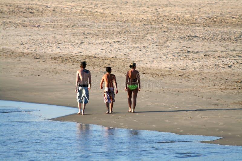 El recorrer en la playa fotografía de archivo libre de regalías