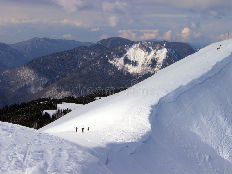 El recorrer entre las montañas fotografía de archivo