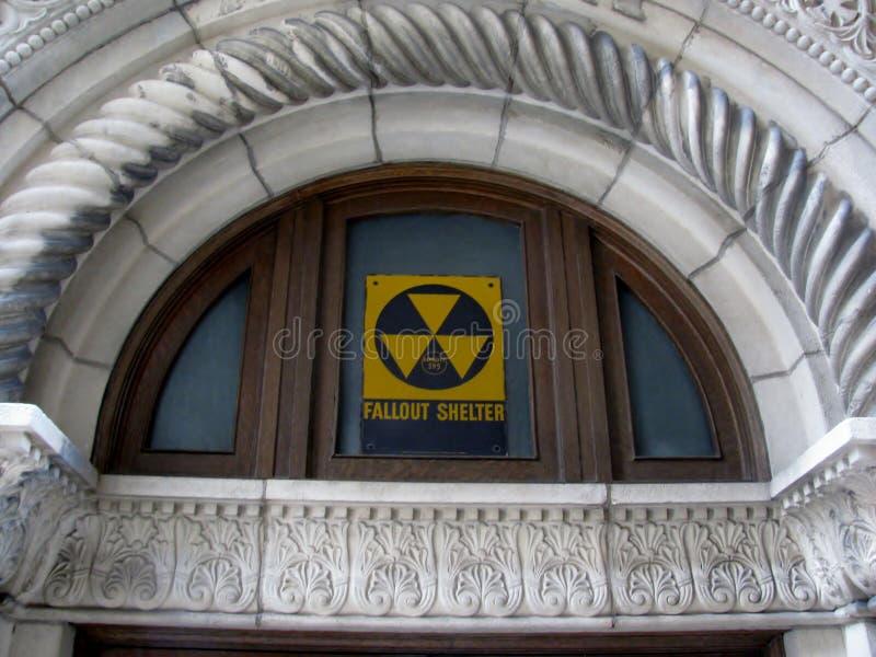 El refugio de polvillo radiactivo canta fotografía de archivo