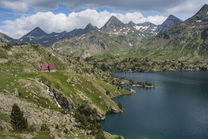 El refugio de Respomuso en el Aragonese los Pirineos en 2200 metros, Huesca, España fotos de archivo libres de regalías