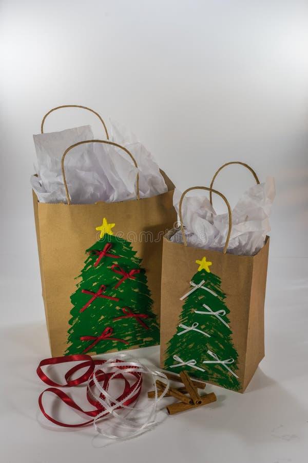 El regalo de la Navidad empaqueta listo para dar imágenes de archivo libres de regalías