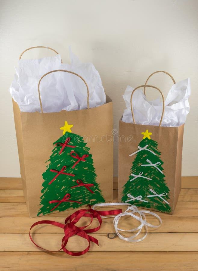 El regalo de la Navidad empaqueta listo para dar foto de archivo
