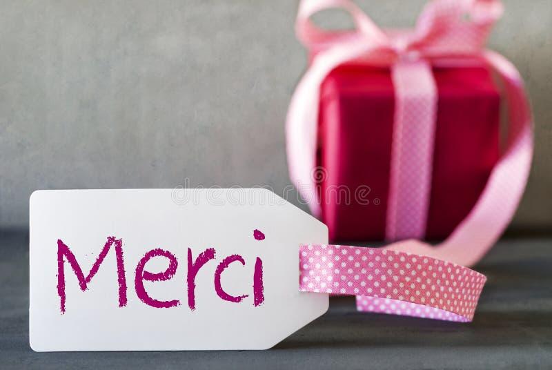El regalo rosado, etiqueta, medios de Merci le agradece fotografía de archivo libre de regalías