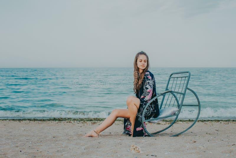El relajar en la playa foto de archivo libre de regalías