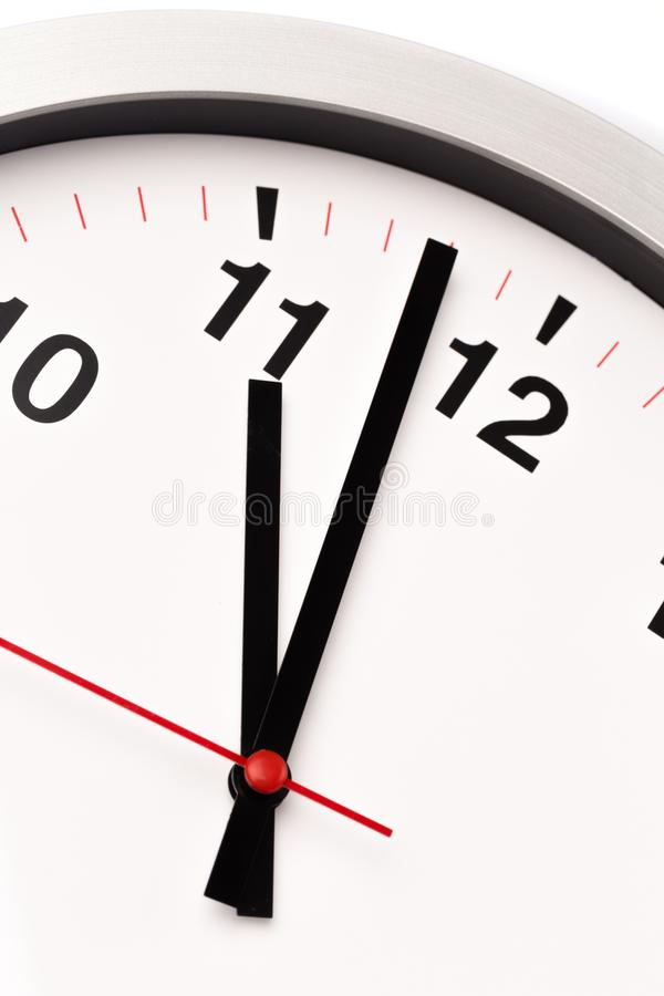 El reloj blanco, se cierra encima de la visión imagen de archivo