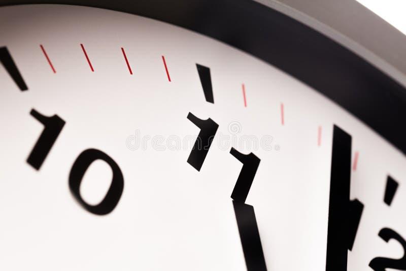 El reloj blanco, se cierra encima de la visión fotos de archivo