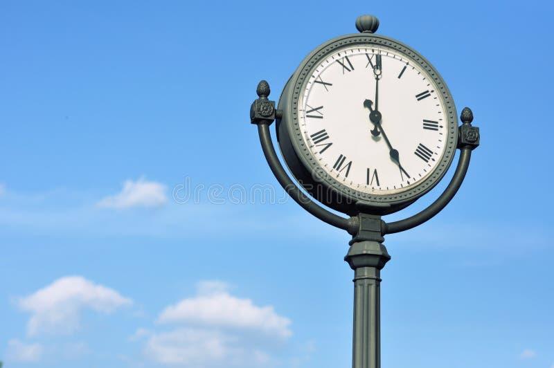 El reloj calculado grande de la calle imagenes de archivo