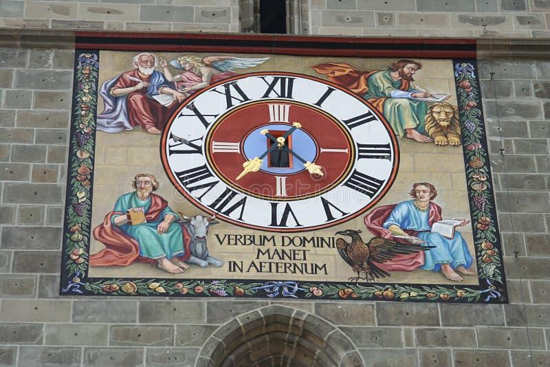 El reloj de la iglesia imagenes de archivo