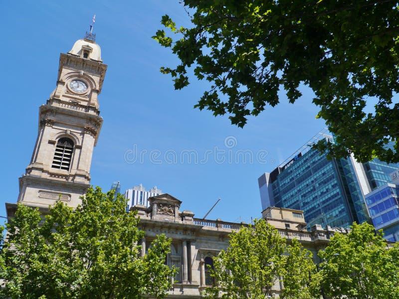 El reloj de la torre del ayuntamiento imagen de archivo libre de regalías