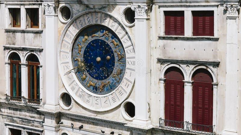 El reloj del zodiaco de la torre de reloj del ` s de St Mark imágenes de archivo libres de regalías