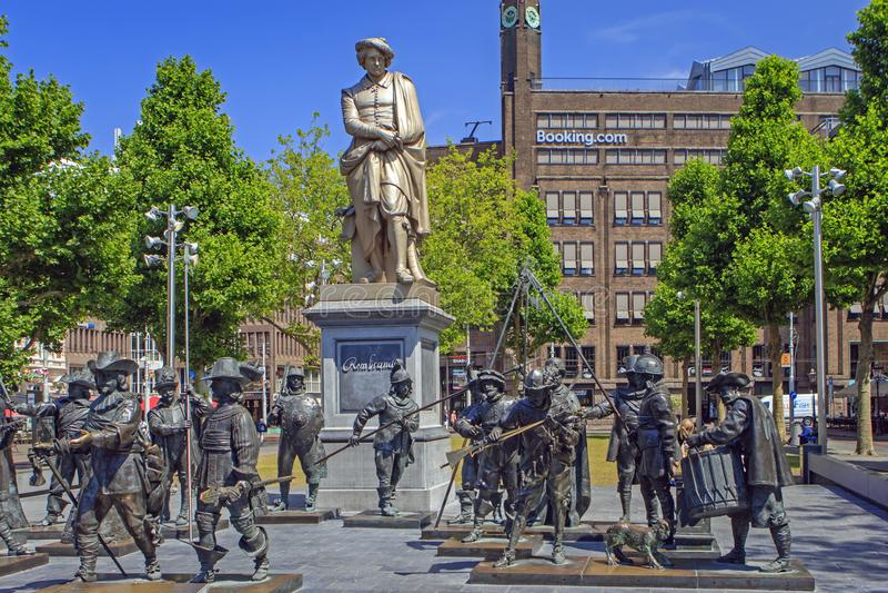 El Rembrandtplein en el centro de Amsterdam, los Países Bajos foto de archivo