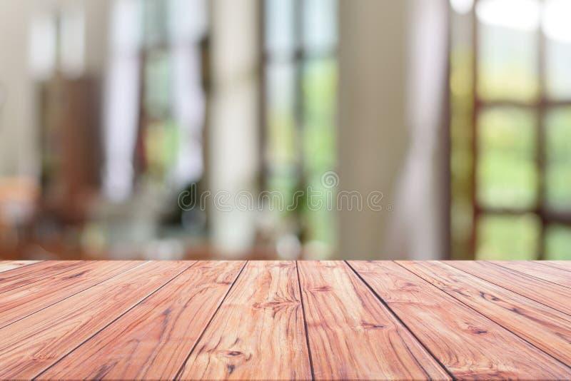 El restaurante de madera del contador de la recepción de la sobremesa o del contador de efectivo o el café del café empañó el fon imágenes de archivo libres de regalías