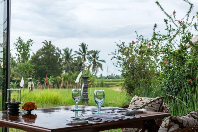 El restaurante que hace frente al arroz coloca en Bali, Indonesia Restaurante tradicional del Balinese que hace frente a los camp fotografía de archivo
