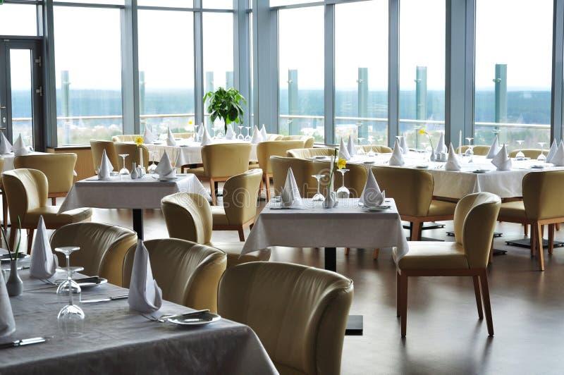 El restaurante tabula la configuración foto de archivo