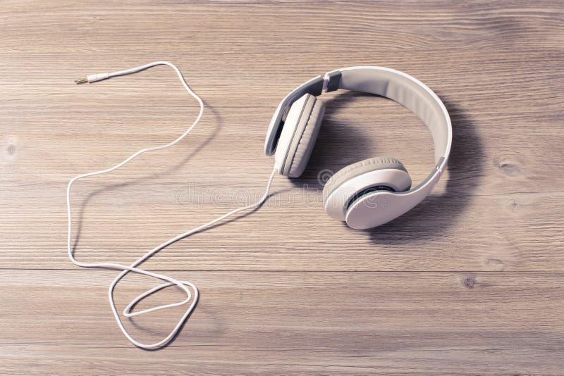El resto moderno de la afición del alambre de la melodía de la pista de la tecnología de la tecnología relaja ocio de la forma de foto de archivo