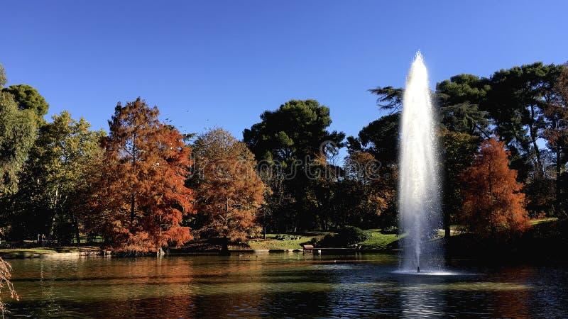 El Retiro parkerar springbrunnen fotografering för bildbyråer