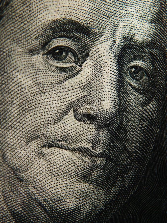 El retrato de Benjamin Franklin se representa en los billetes de banco de $ 100 imagenes de archivo