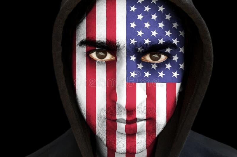 El retrato de un hombre con los E.E.U.U. señala la pintura de la cara por medio de una bandera fotos de archivo libres de regalías