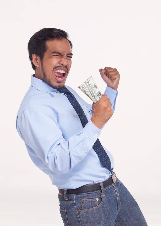 El retrato del hombre de negocios asiático que disfruta de éxito, consigue el bon que gana foto de archivo