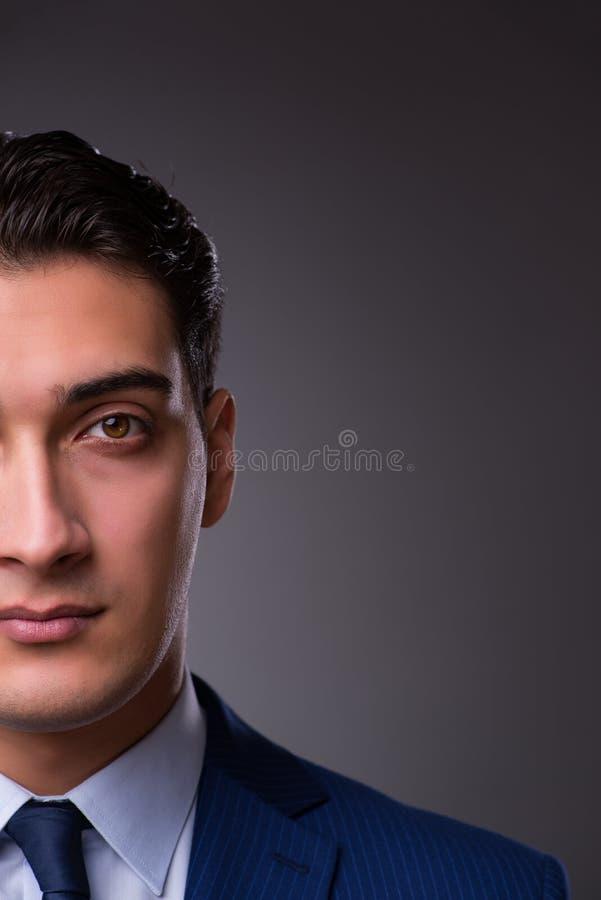 El retrato del hombre de negocios hermoso joven imagenes de archivo