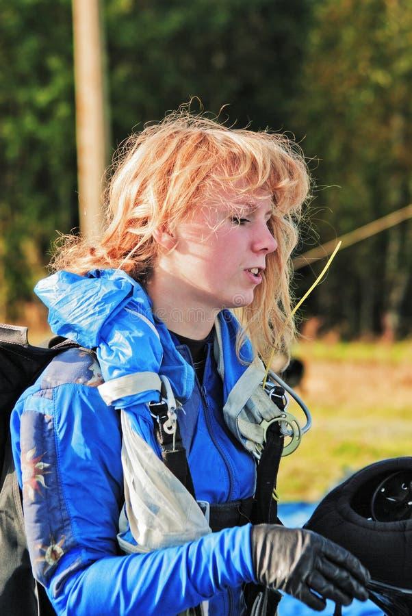 El retrato del paracaidista de la muchacha fotos de archivo libres de regalías