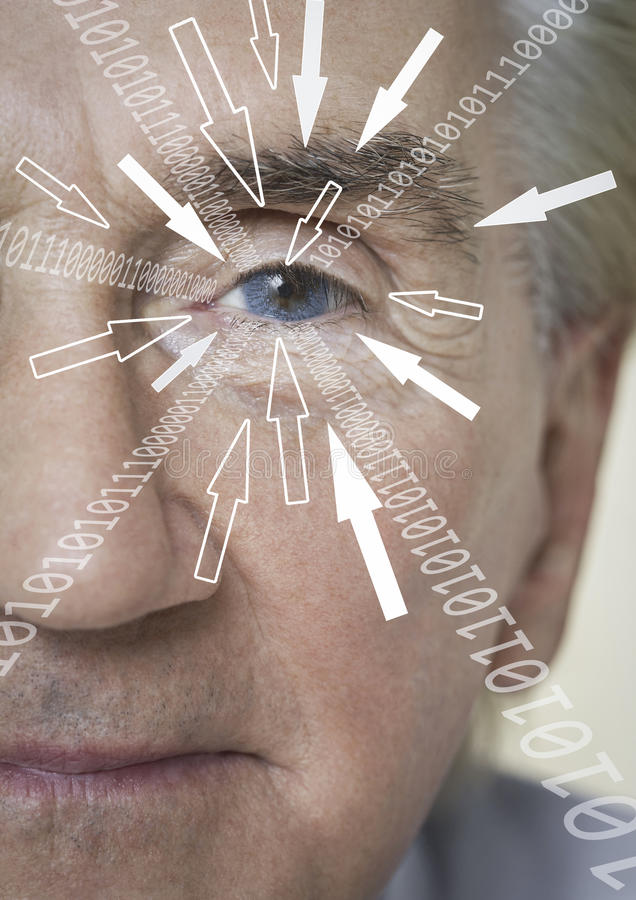 El retrato del primer del hombre de negocios con los dígitos binarios y la flecha firma la mudanza hacia su ojo fotografía de archivo