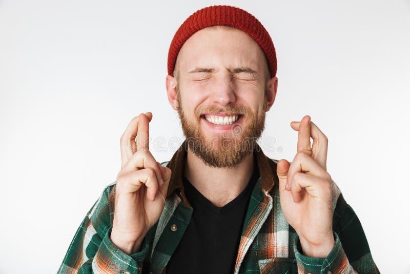 El retrato del sombrero del hombre del inconformista y de la camisa de tela escocesa que llevaban que sonreían, mientras que guar fotos de archivo libres de regalías