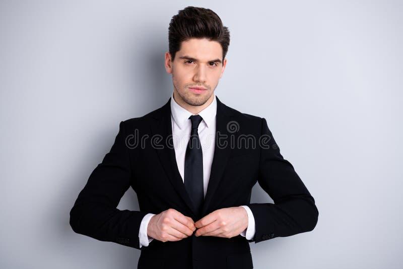 El retrato del tacto de moda elegante del economista del abogado de la dirección atractiva encantadora estricta del líder abotona imagenes de archivo