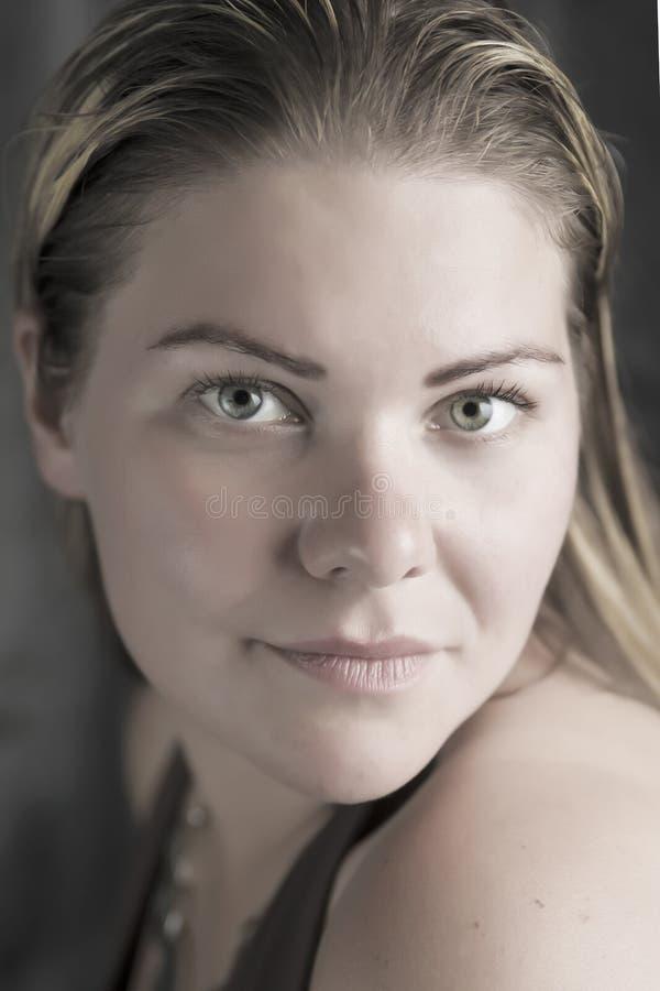 El retrato rubio de la mujer de la belleza sin compone imágenes de archivo libres de regalías