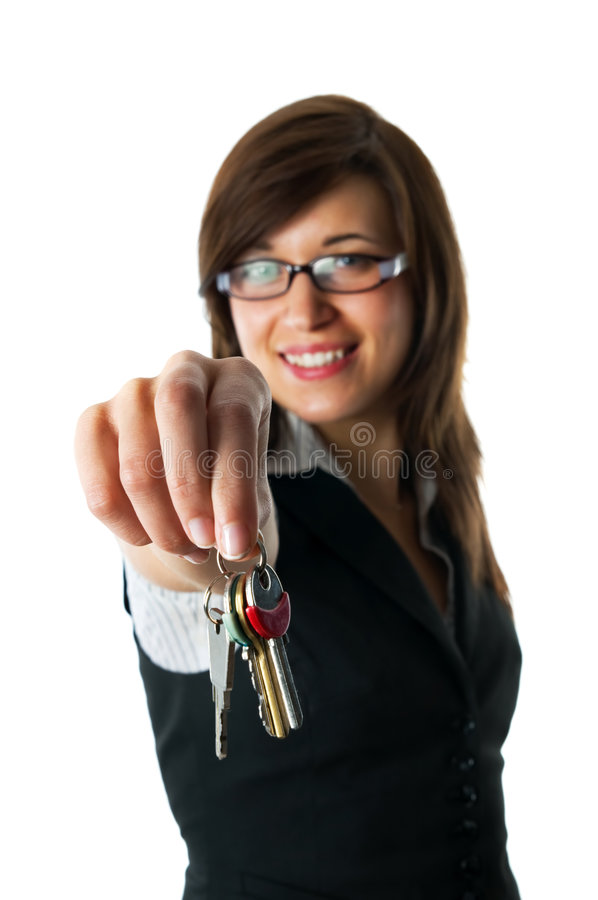 El revelador sonriente da claves al nuevo hogar foto de archivo libre de regalías