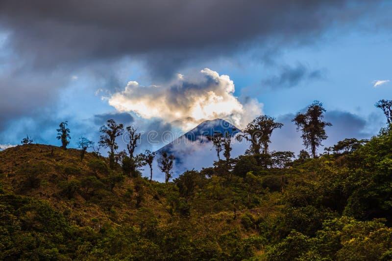EL Reventador de Volcan photo libre de droits
