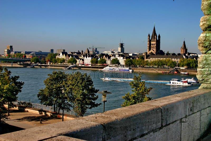 El Rin y la ciudad Colonia. foto de archivo libre de regalías