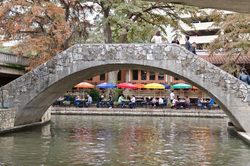 El riverwalk de San Antonio céntrico foto de archivo