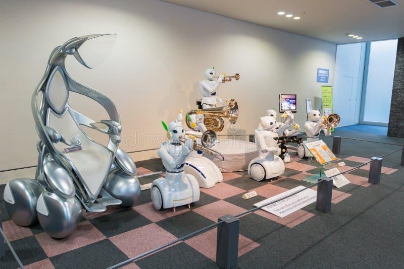 El robot y el vehículo eléctrico es uno de la exposición ofrecida en Toyo fotos de archivo libres de regalías