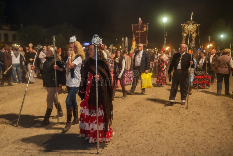 EL ROCIO, ANDALUSIEN, SPANIEN - 24. Mai: Nachtkonvergenz aller romerias zum ernsten Gebet und zur Feier lizenzfreies stockbild