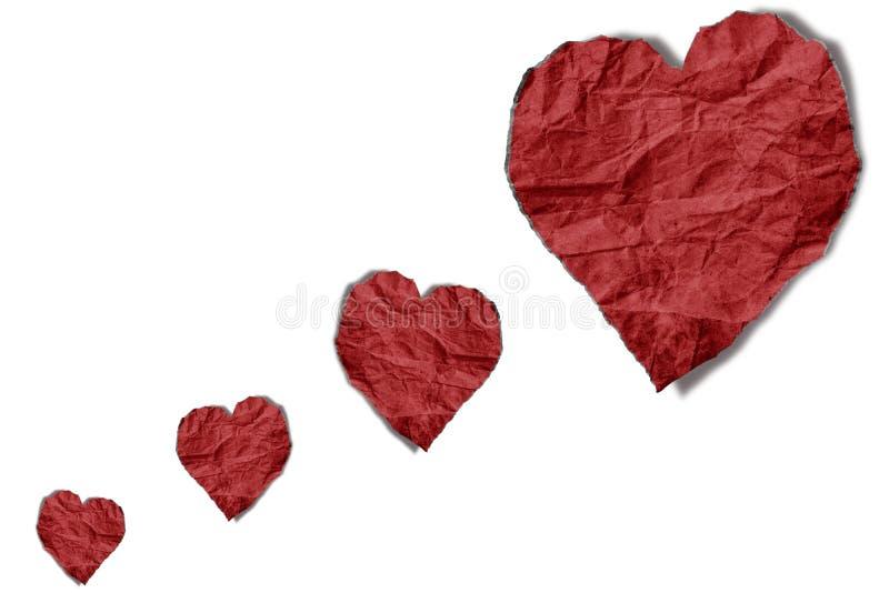 El rojo arrugó la forma de papel de los corazones que flotaba encendido, aislado en el fondo blanco imagen de archivo libre de regalías