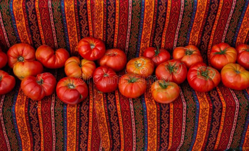 El rojo maduro delicioso tomate delicioso verduras frescas en el mercado del bazaar foto de archivo libre de regalías