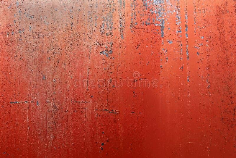 El rojo pintado aherrumbró, corroído, fondo del depósito de gasolina de la granja imagen de archivo libre de regalías