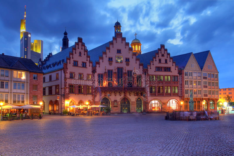 El Romer en la noche, Francfort, Alemania imagenes de archivo