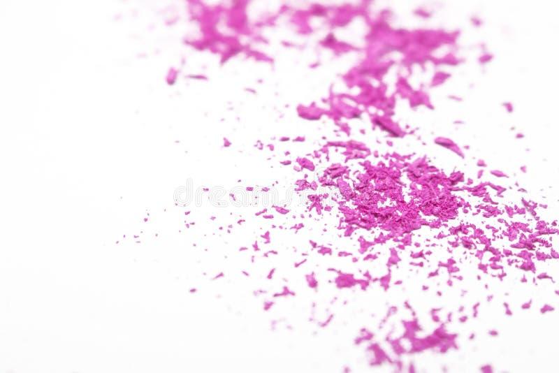 El rosa brillante machacado se ruboriza en el fondo blanco imagen de archivo