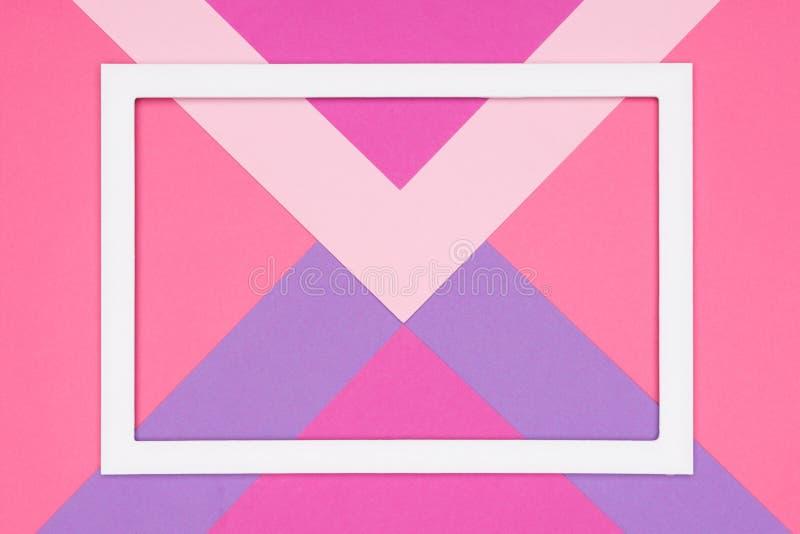 El rosa en colores pastel geométrico abstracto y el plano de papel ultravioleta ponen el fondo Plantilla del minimalismo y de la  ilustración del vector