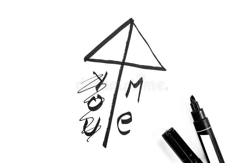 El símbolo del amor del estilo japonés se pinta con el marcador, foto blanco y negro fotografía de archivo