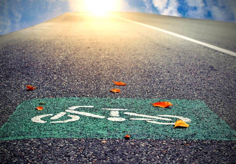 El símbolo del carril de la bici en la calle fotografía de archivo
