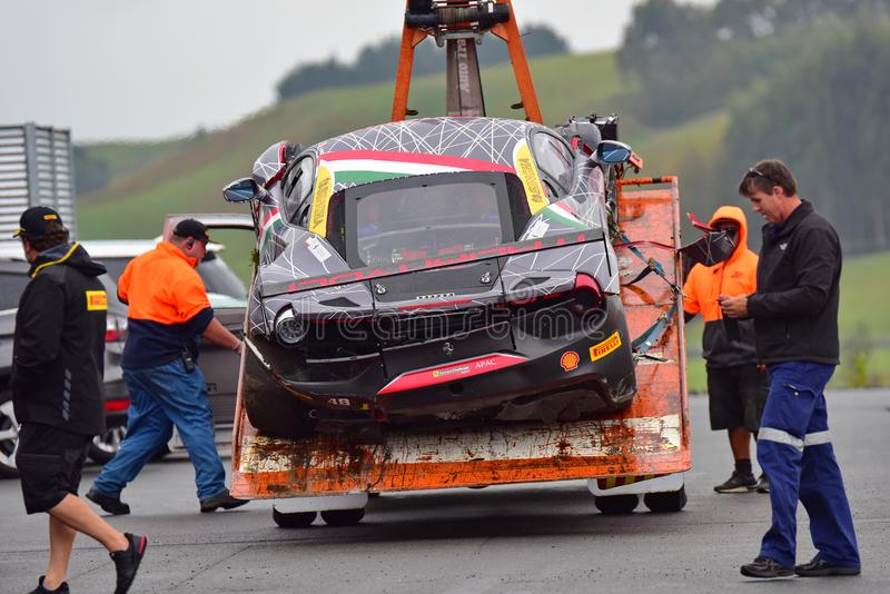 El ` s de Angelo Negro estrelló el coche del desafío de Ferrari 488 en la serie de Asia Pacific del desafío de Ferrari compite co imagen de archivo