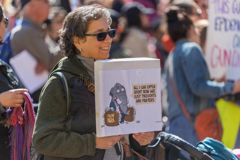 El ` s de la gente de los pensamientos y de los rezos del NRA se reúne contra violencia imágenes de archivo libres de regalías